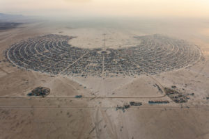 burning.man.2013.aerial.photo.by.produncan.rawlinson.-.duncan.co.-.@thelastminute